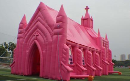 Roze Opblaasbare Kerk